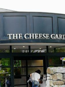 那須チーズガーデンさん入口はこちらです。外観がすごく自然美に溢れいました